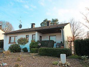 Sypathisches Einfamilienhaus mit großem Garten in 33689 Bielefeld-Sennestadt