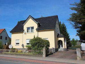 Schönes Zweifamilienhaus plus Baugrundstück in Herford